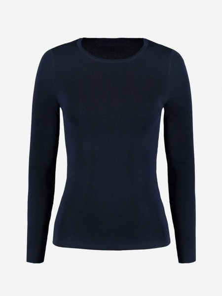 Tight top with long sleeves