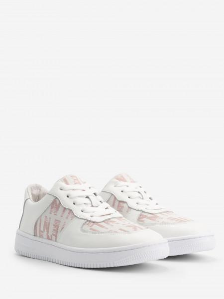 Sneaker with NIKKIE artwork